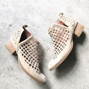•Jeffrey Campbell• Ankle Booties